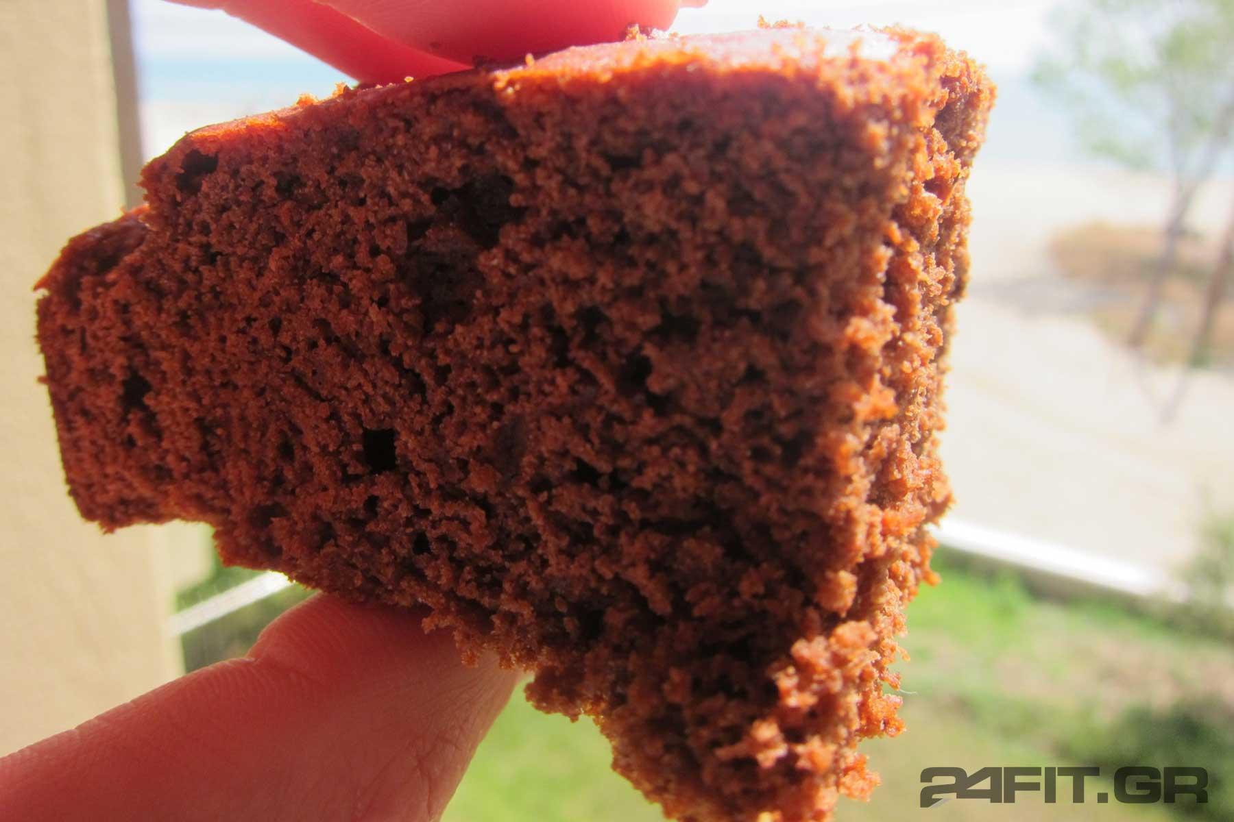 Κέικ σοκολάτας νηστίσιμο από αλεύρι ντίνκελ χωρίς ζάχαρη
